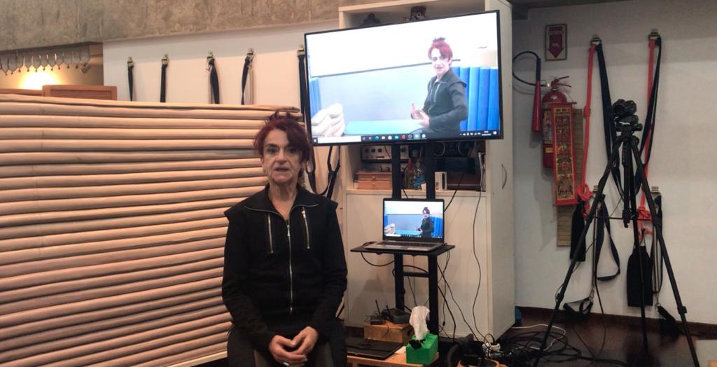 Meu estúdio adaptado para aulas à distância. Agora minha voz também está tão preparada quanto!